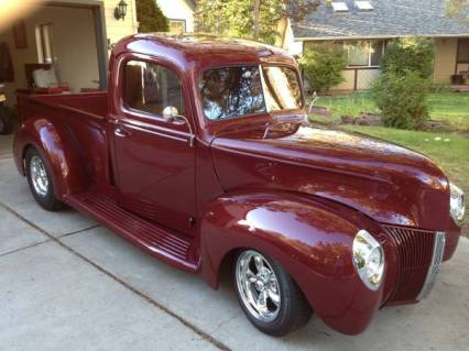 40 FORD TRK motor is a fuel injected SBC V8 AC