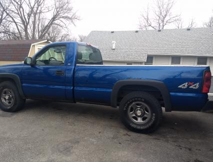 Blue 2004 4x4 chevy silverado Excellent running