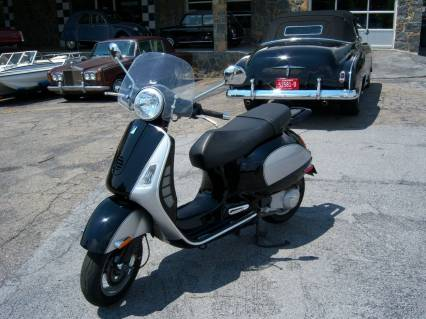 2006 Vespa 200 L Grand Tourismo Scooter Like New