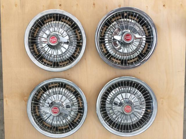 1960\'s Pontiac Wire Spinner Hubcaps